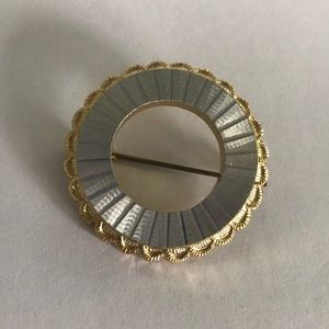 Vintage Fashion Jewelry Pin Broach gold/silver